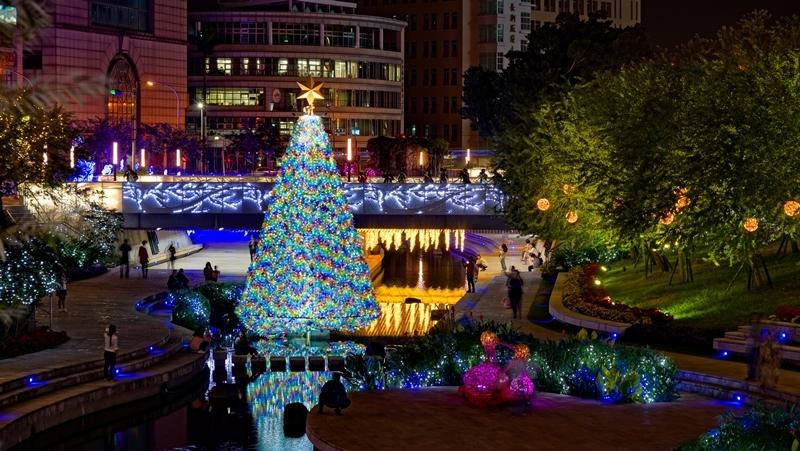 中市水中耶誕樹重現 柳川、葫蘆墩圳浪漫點燈